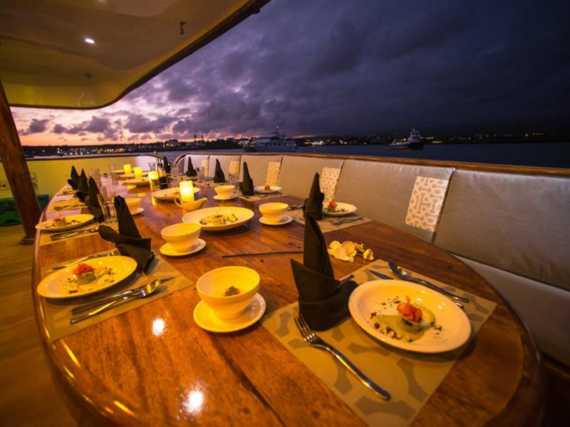 Galapagos-Kreuzfahrt Seastar Journey - Restaurant auf dem Oberdeck