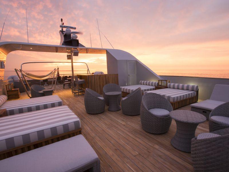 Galapagos-Kreuzfahrt Origin - Genießen Sie den Sonnenuntergang vom Sonnendeck aus