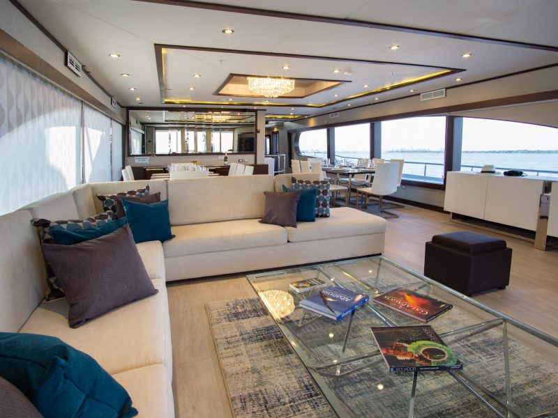 Galapagos-Kreuzfahrt Grand Majestic - die moderne Lounge