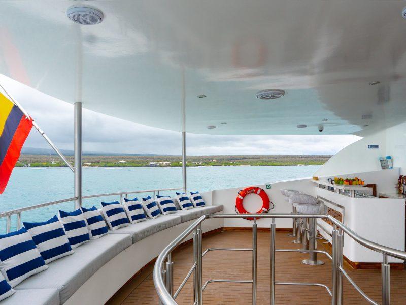Galapagos-Kreuzfahrt Infinity - die Bar auf dem Oberdeck