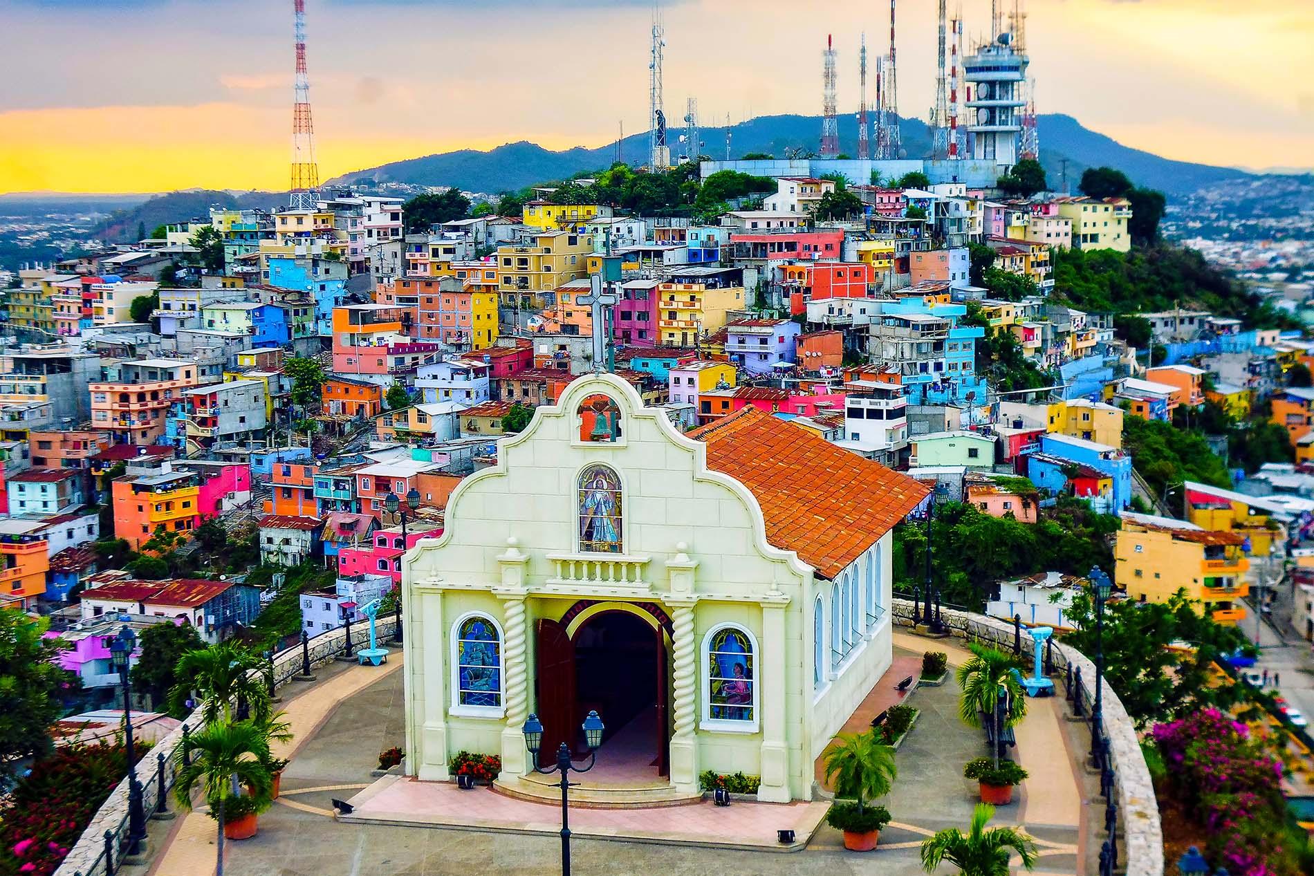 Bunte Häuser Guayaquil Shutterstock Klein - Galapagos Pro
