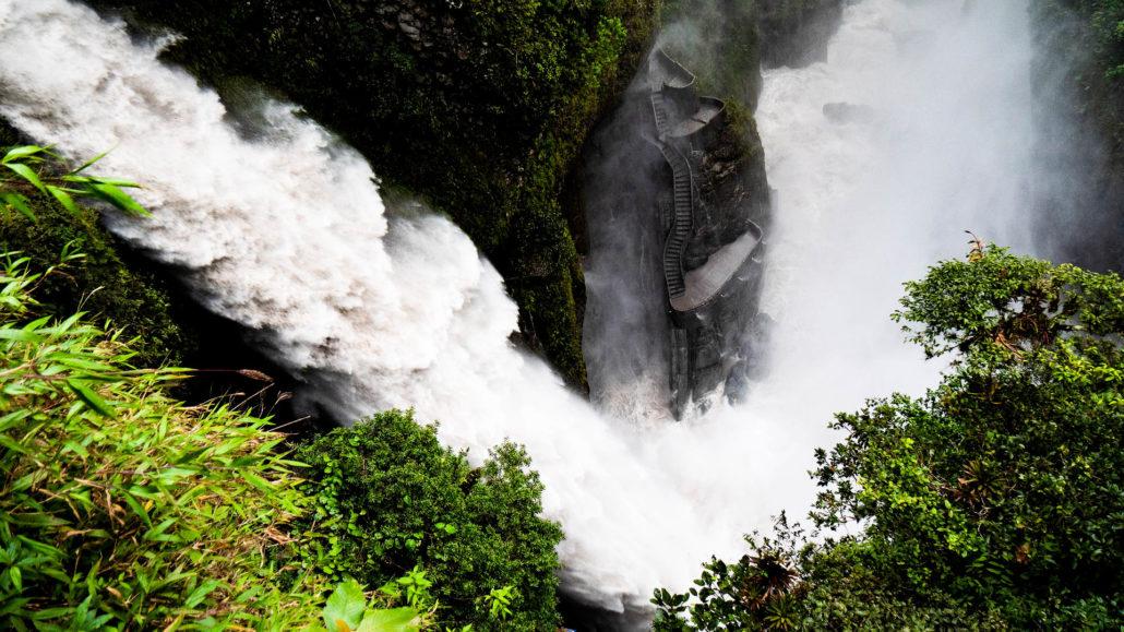 Ein beeindruckender Wasserfall bei Baños in Ecuador